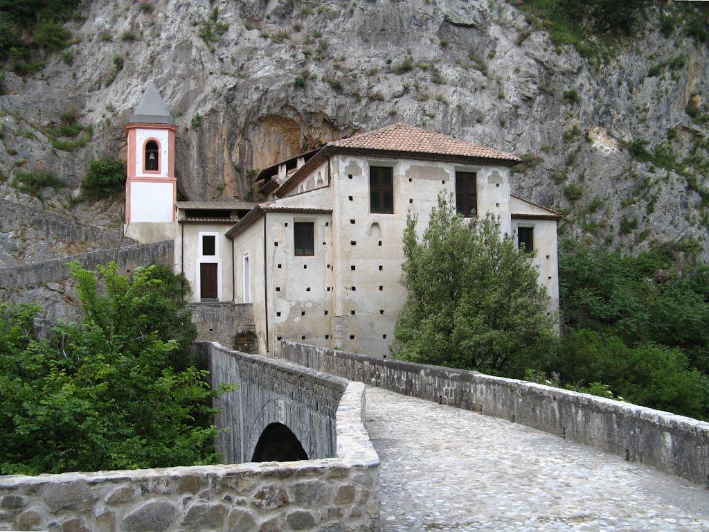 Santuario di Santa Maria di Costantinopoli di Papasidero
